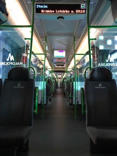 Tren Cracovia Polonia cu wi-fi si prize Daniela Bojinca Blog