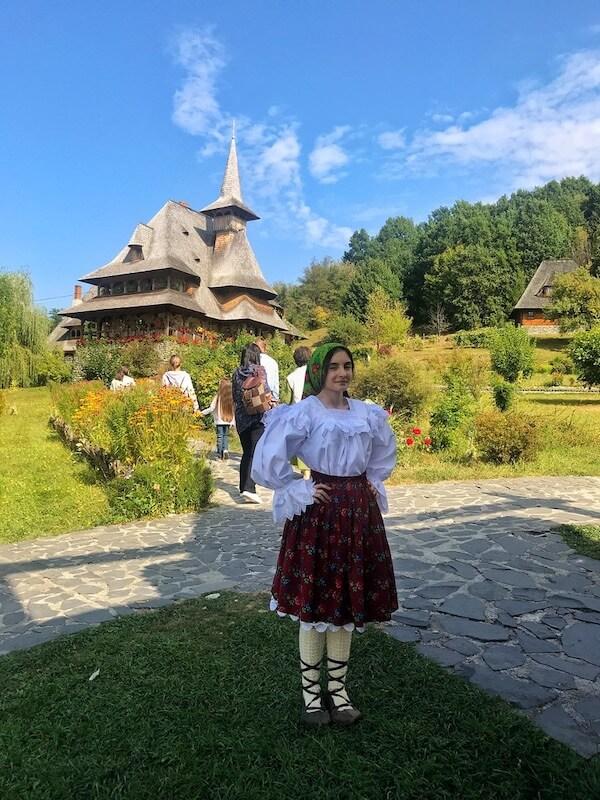vizitat manastirea barsana port popular slujba maramures workd and travel daniela bojinca blog