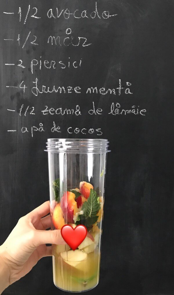 smoothie de vara cu avocado mar si piersici